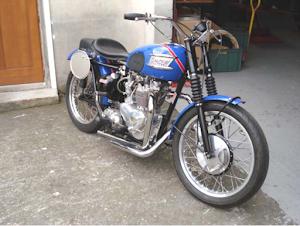 """Moto anglaise Triumph """"Etoile Filante"""" en sortie d'atelier"""