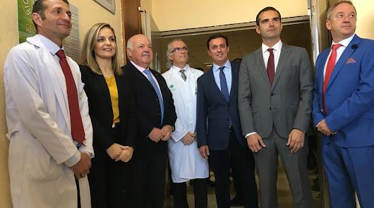 Autoridades junto al consejero en Torrecárdenas.