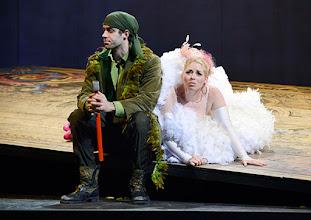 Photo: Wiener Kammeroper: GLI UCCELLATORI von Florian Leopold Gassmann. Inszenierung: Jean Renshaw. Premiere 22.3.2015. Tobias Greenhalgh, Frederikke Kampmann. Copyright: Barbara Zeininger