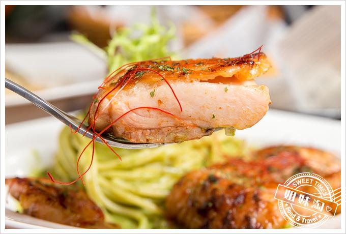 莎露烘焙餐廳青醬嫩煎雞腿排