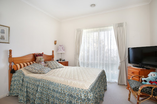 Photo of property at 1/19 Lucerne Avenue, Mornington 3931