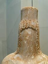 Photo: Funerair beeld uit de 4de eeuw v.C. Het gezicht werd toen niet weergegeven.
