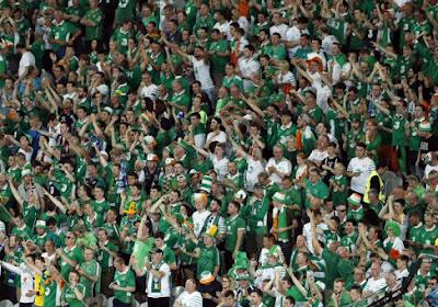 ? Wat moet je nu eenmaal doen voor een wedstrijd? Ierse fans verzamelen massaal voor...lingeriewinkel