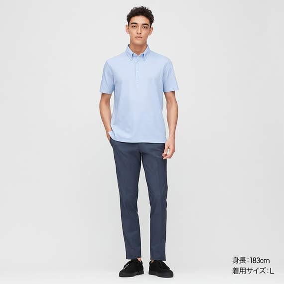 薄いブルーのポロシャツ