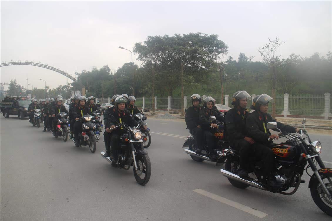 Phòng CSCĐ diễu hành biểu dương lực lượng trên các tuyến đường của TP Vinh