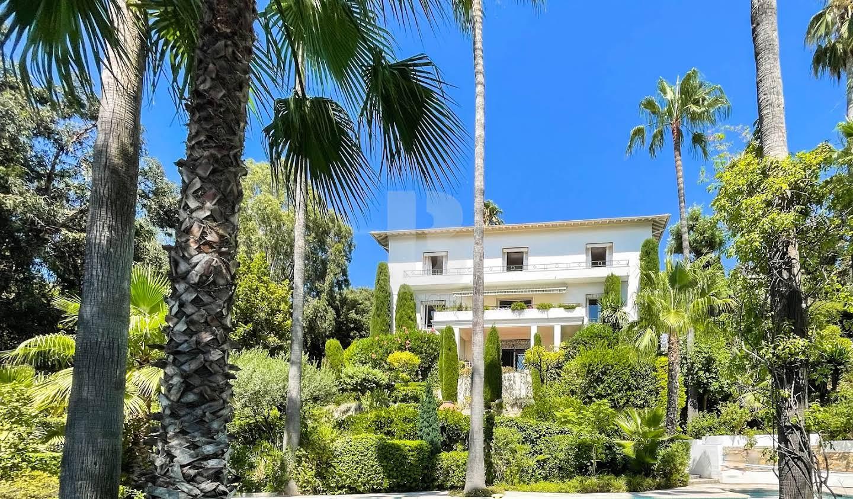 Villa avec piscine en bord de mer Vallauris