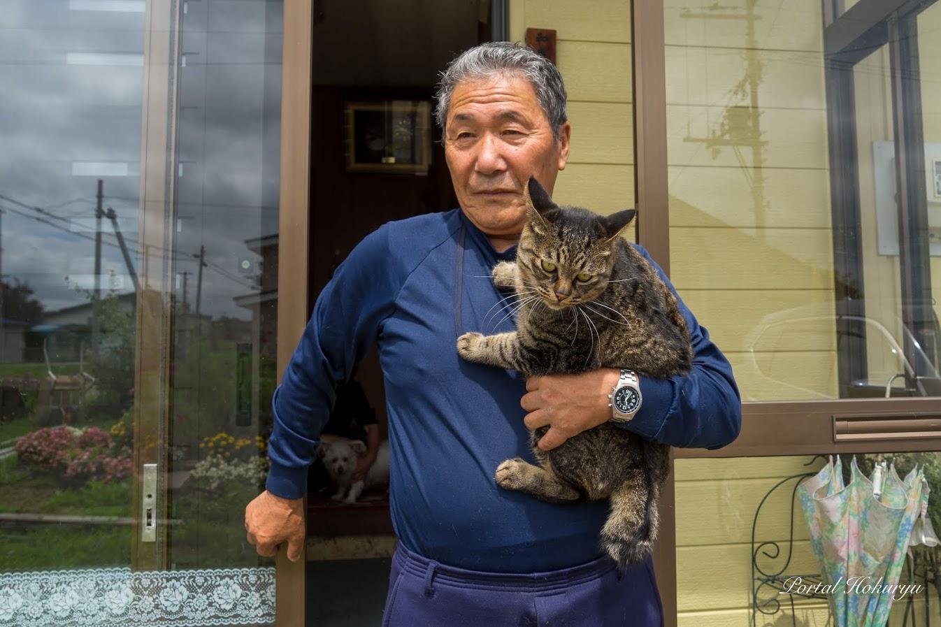 記彦パパに抱かれてお外へニャン太郎ちゃん