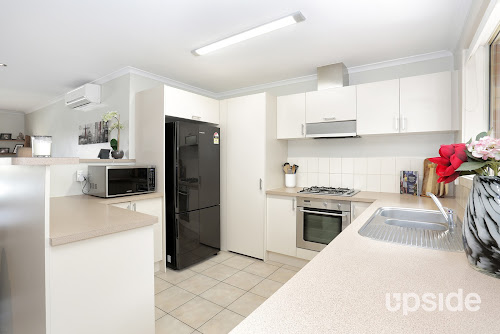 Photo of property at 11 Garry Court, South Morang 3752
