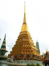 Photo: Bangkok, Wat Phra Kaew, a chedi