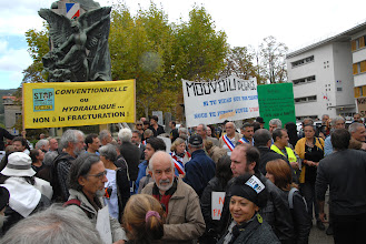 """Photo: Soutien aux Maires Ardéchois """"Permis d'Alès"""" Préfecture de Privas- Stop aux gaz et huiles de Schiste - 27 septembre 2012 - © Olivier Sébart"""