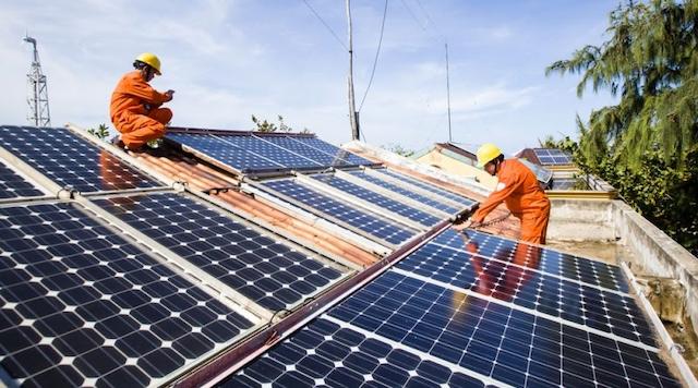 Lắp đạt điện mặt trời mái nhà