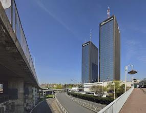 Photo: Les tours et l'autoroute A3