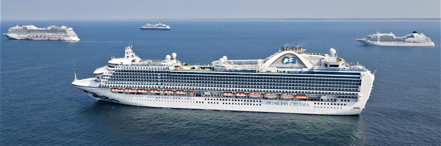 C:\Users\B\Downloads\Varnebank + Emerald Princess 12aug2020 Scheveningen anchorage (c)-H.Hoffmann-DJI_0102.jpg