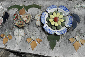 Photo: The temple is decorated with pieces of broken ceramics