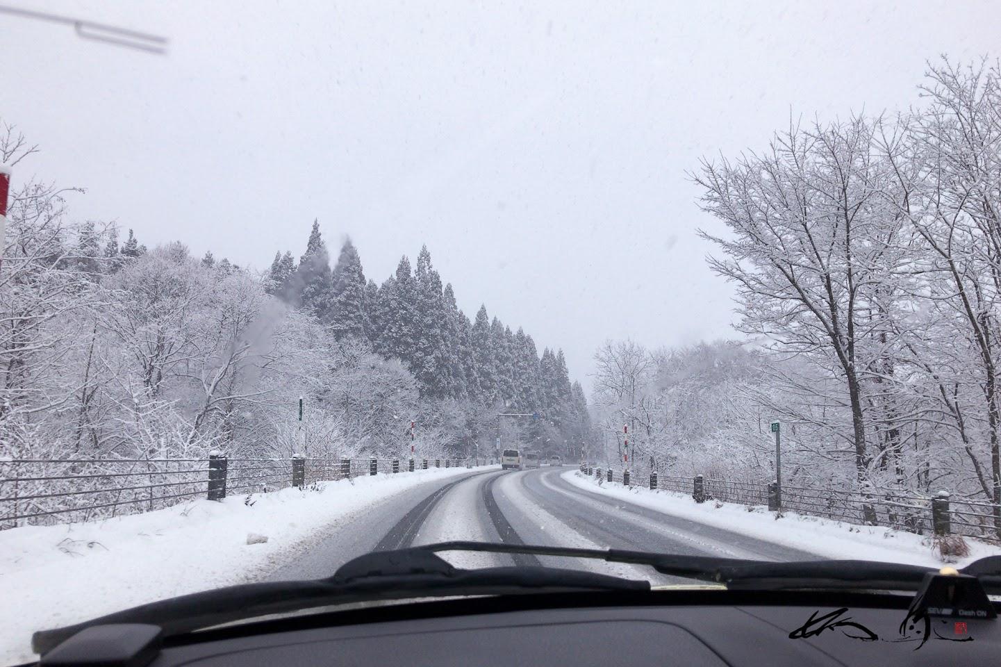 七戸町付近の峠の雪景色
