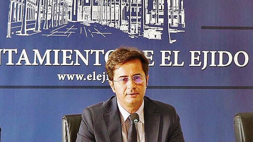 El alcalde de ejidense recuerda que el Consistorio siempre ha trabajado de manera conjunta con la UAL.