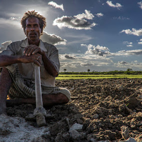 Farmer of west bengal,india by  Bivahasutra Wedding Photography - People Portraits of Men