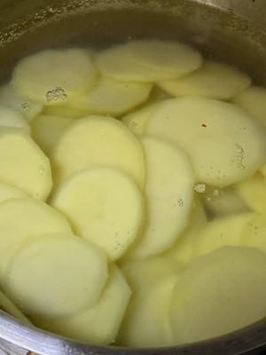 超级美味儿干锅土豆片啊的做法 步骤2