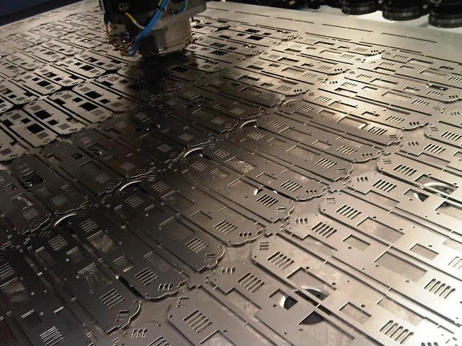Radan Radpunch генерирует эффективные программы для раскроя металла, которые помогут сократить время обработки и оптимизируют работу координатно-пробивных станков.
