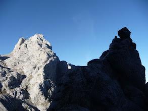 Photo: La Aguja de Toribio, una buena señal en el camino, a la izquierda la Collada Chavida y el Friero