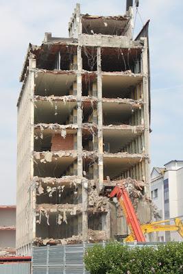 Demolizione edificio di Albyfoto