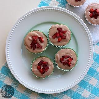 Vegan Strawberry Cheesecake Cupcakes