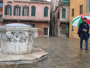 Photo: Ein typisch venezianischer Platz.
