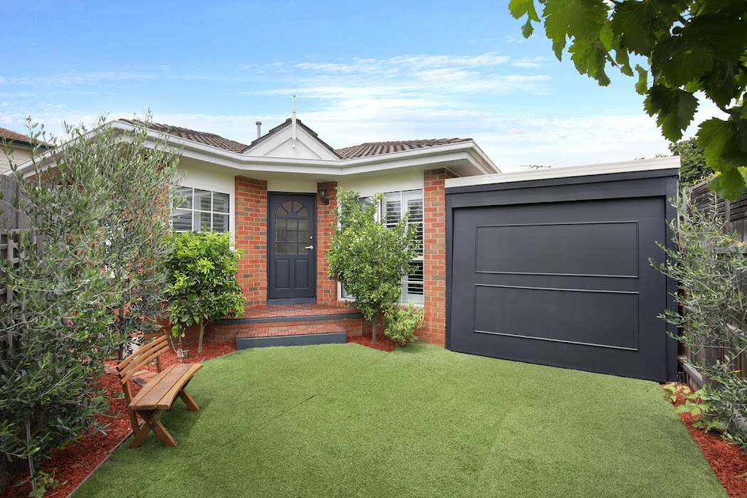 Main photo of property at 2/24 Field Street, Bentleigh 3204