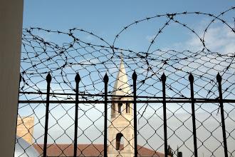 Photo: Clocher voisin du collège des soeurs de Saint-Joseph à Jérusalem