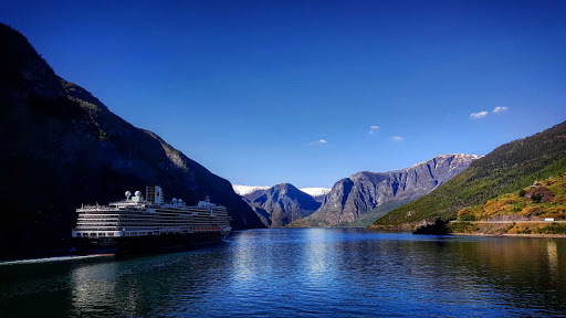 koningsdam-exterior26.jpg - Sail through glacier lakes in Northern Europe on ms Koningsdam.