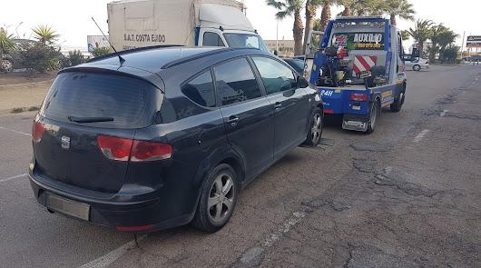 La Policía Local de El Ejido intercepta dos 'taxis pirata'