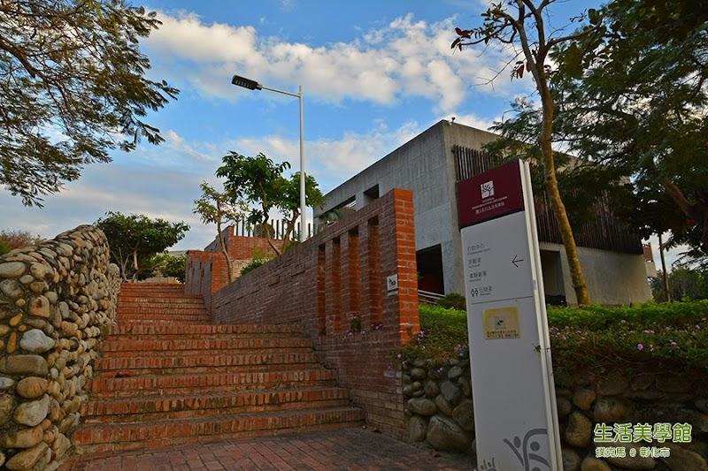 生活美學館的前廣場階梯