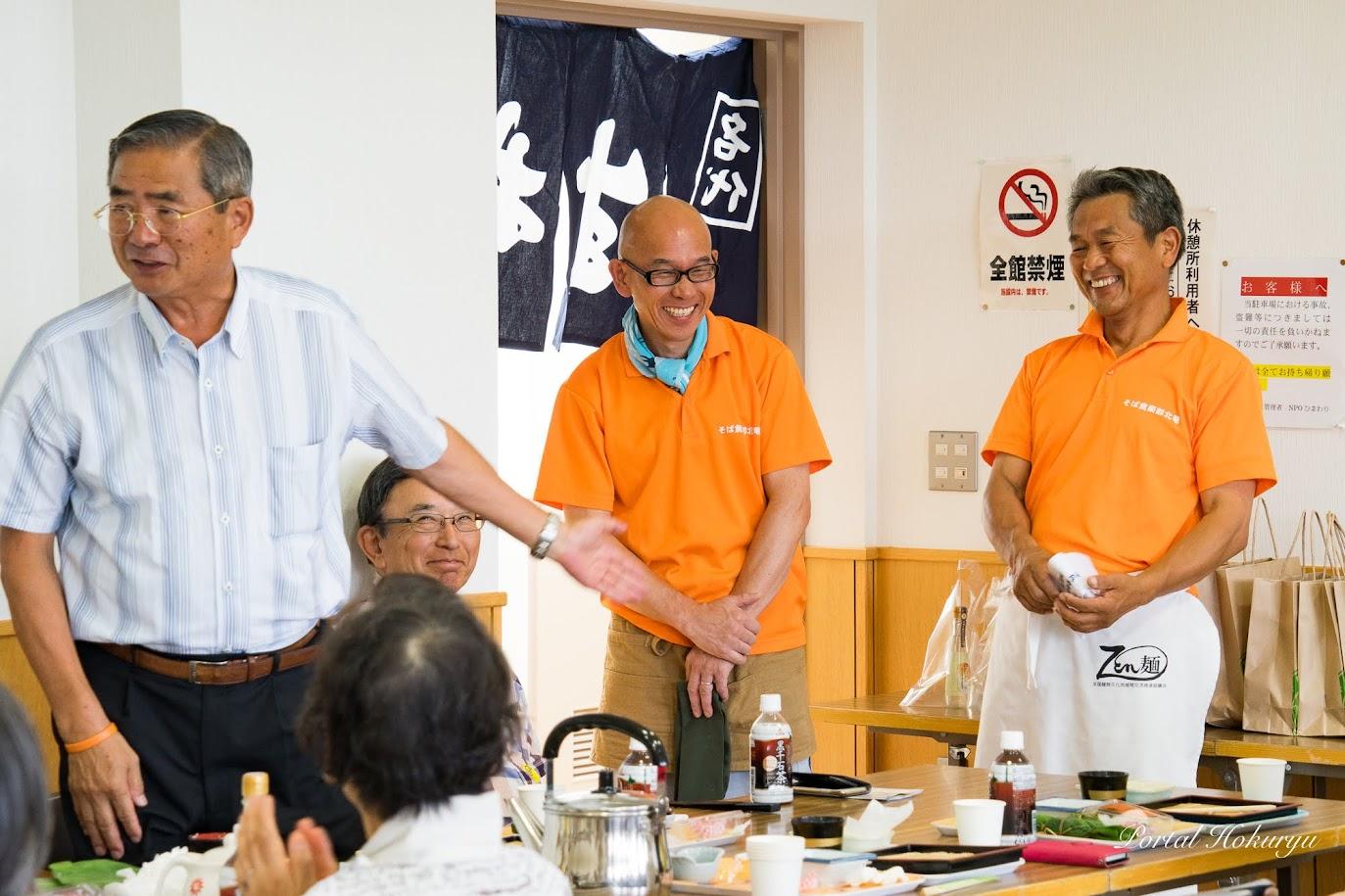 左:高橋利昌 副町長、右:加藤宰さん(北竜消防団団長)