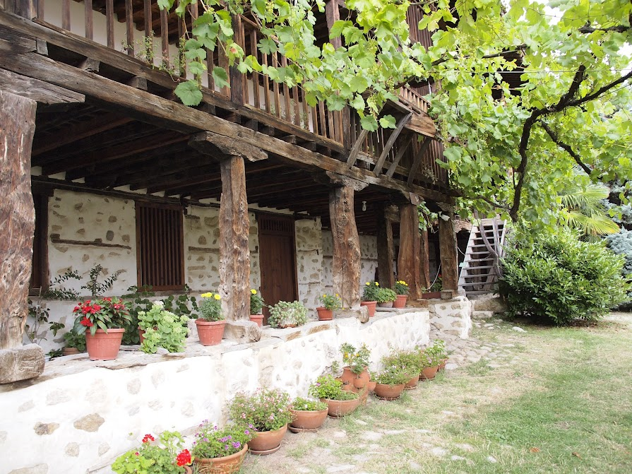 Rozhen Monastery courtyard