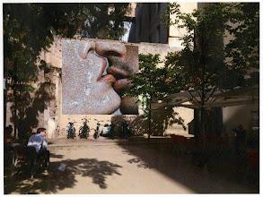 Photo: Mándanos tus fotos sobre #Momentsdellibertat  Las imágenes recibidas aparecerán en un fotomosaico gigante de Joan Fontcuberta, que se instalará en la plaza Isidre Nonell
