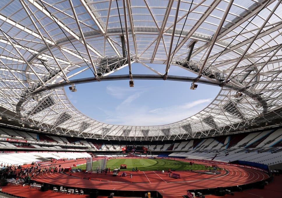 Công trình sân vận động sử dụng tấm lợp lấy sáng với kiến trúc độc đáo