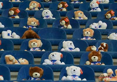 📷 Een van de mooiste beelden van het voorbije voetbalweekend: 15.000 teddyberen in de tribune om kinderen met kanker te helpen