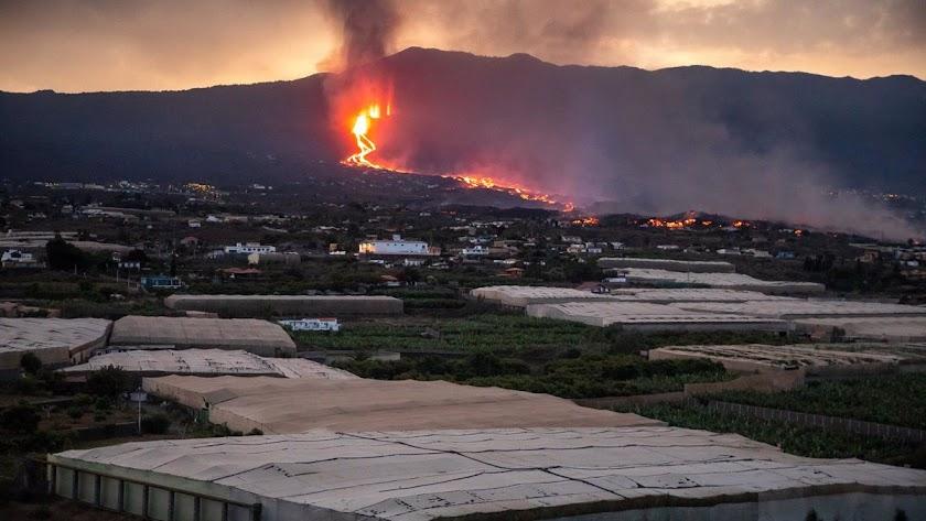 El volcán de Cumbre Vieja en plena erupción.