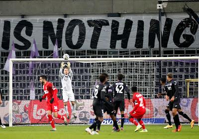Kompany et ses joueurs ont de la chance que le stade ait été vide ...