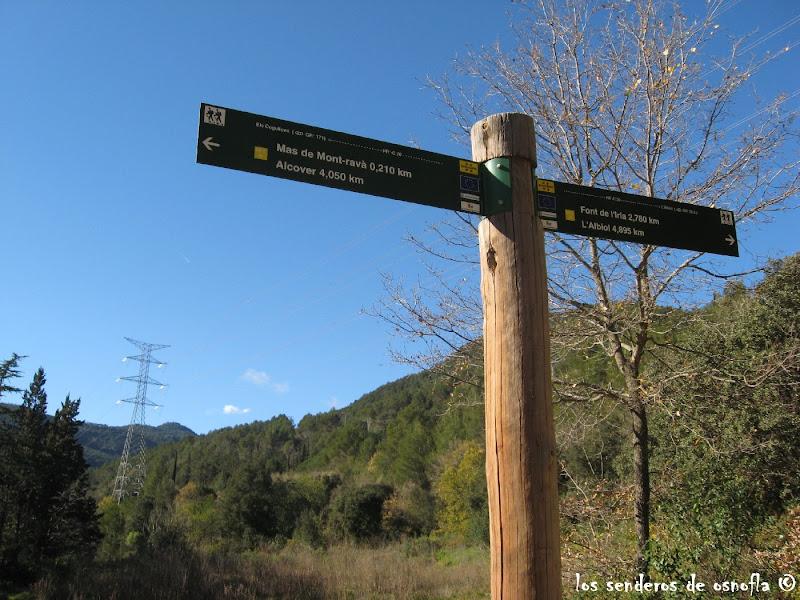 Photo: Indicador de rutas cerca del Mas de Mont-ravá