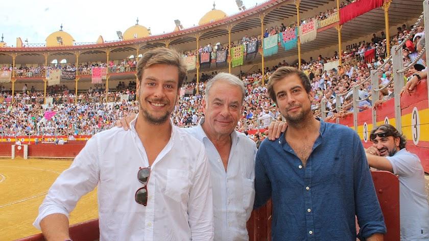Oscar Martínez (Casa Chopera), junto a sus hijos, Borja y Guillermo.
