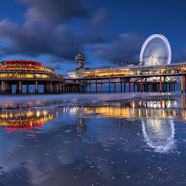 Scheveningen beach - Neatherlands by Maria Alexandra Abrunhosa - Buildings & Architecture Bridges & Suspended Structures ( beaches, sunset, clouds, park, sea )