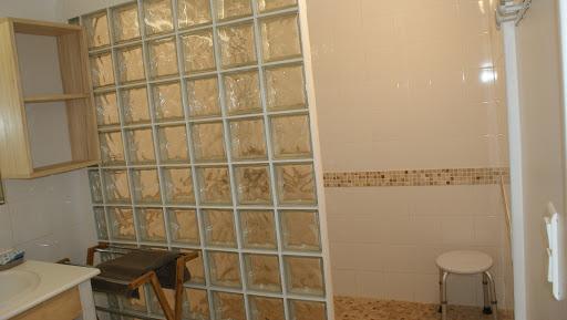 Gîte Le Relais pour 4 à 5 personnes à Surgères en Charente-Maritime Aunis Marais Poitevin 3 étoiles vaste douche à l'italienne