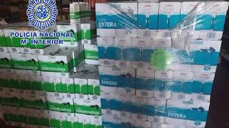 Dos pallets de leche donados a Cruz Roja que iban a ser vendidos.