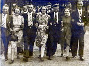 Photo: v.l.n.r. Mans Schuiling, ?? , Roelof Braams, ??, ?? , ??, Harm Lanjouw (getrouwd met juffrouw Lammers