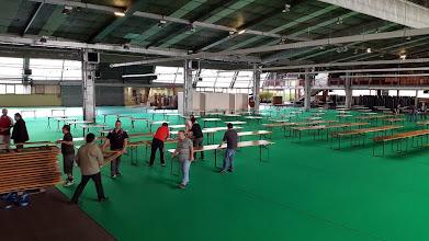 Photo: Merci à tous les bénévoles qui ont aidé à l'installation de la salle
