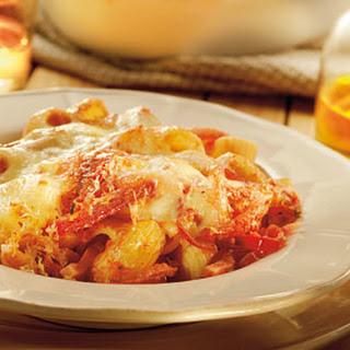Macaroni Met Tomatensaus, Ham En Mozzarella Uit De Oven