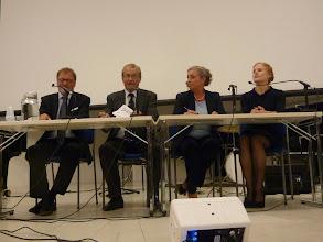 Photo: Kolmas esiintyjä oli dosentti Pertti Lassila. Seminaarin päätteeksi oli loppukeskustelu. Vas. Pertti Lassila, Panu Rajala (seminaarin puheenjohtaja), Sirpa Eskelä-Haapanen ja Riikka Rossi.