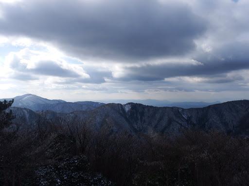 大峠からの眺め(左に綿向山)