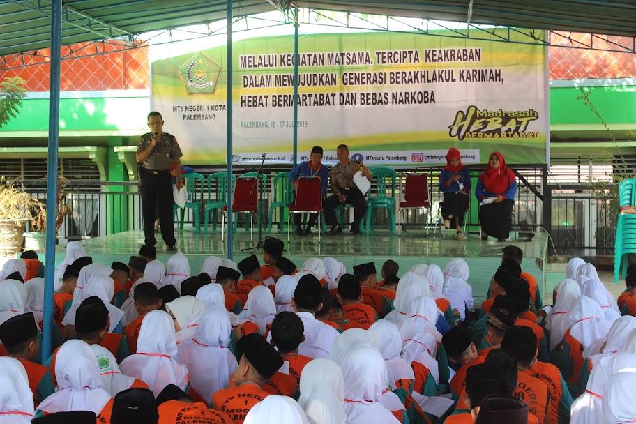 Siswa Matsama MTsN 1 Palembang Terima Materi Kenakalan Remaja